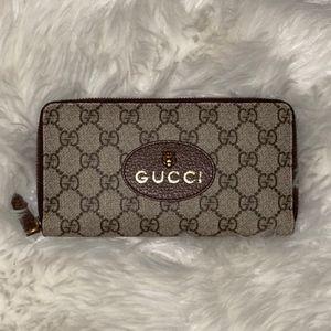 Gucci Beige Supreme Tiger Zip Wallet
